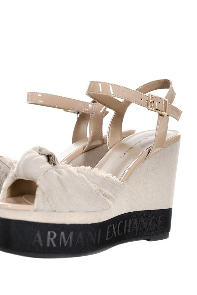 Sandały na koturnie z logo ARMANI EXCHANGE
