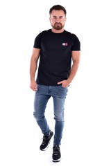 T-shirt TJM TOMMY BADGE TEE BLACK TOMMY JEANS