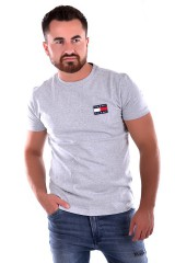 T-shirt TJM TOMMY BADGE TEE GREY TOMMY JEANS